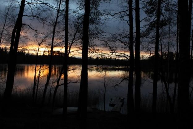 フィンランドのSavitaipaleに住む陶芸家の知り合いの工房のサウナの隣にある湖