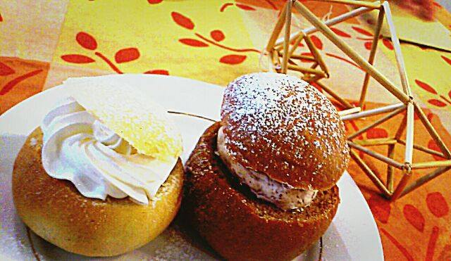 walkingeatingsemla02