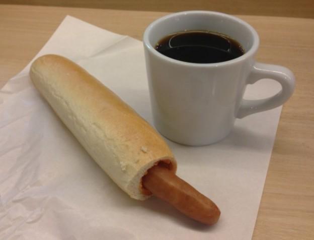 ノードカフェ_ホットドックとコーヒー